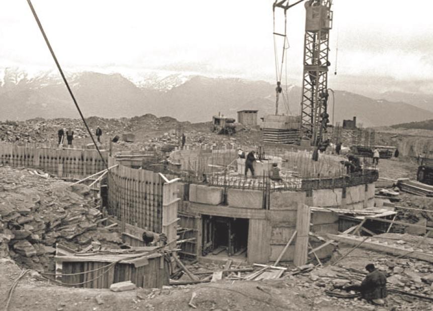 Строительство фундамента телескопа летом 1966 г.