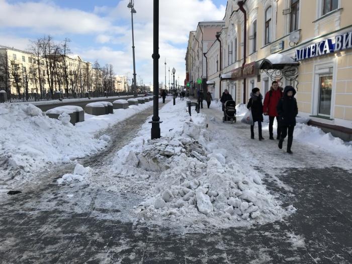 Заваленный снегом Екатеринбург