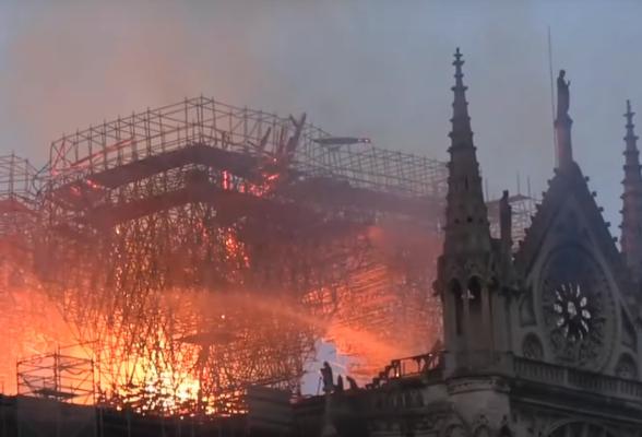 Всем понятно, что причиной пожара стала стройплощадка на крыше Собора.