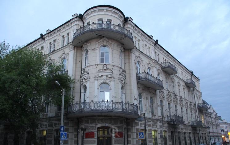 Старинное здание на улице Кирова