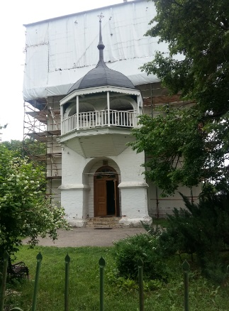 Успенский собор (на реставрации, но внутрь попасть можно)