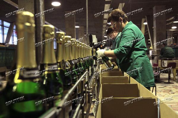 Сотрудницы комбината шампанских вин
