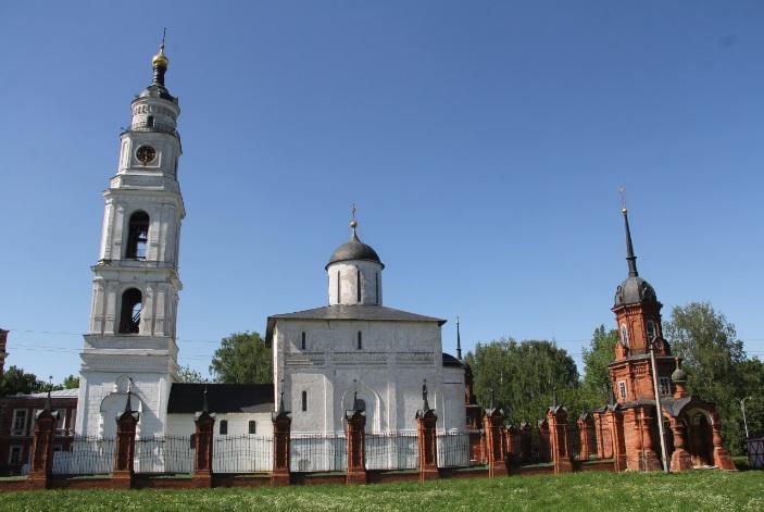 Волоколамский кремль. В центре - храм 15 века.