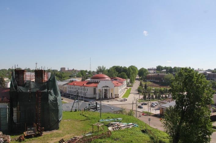 Вид с кремлевской стены на Октябрьскую площадь