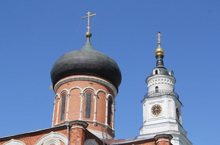 Никольский храм и пятиярусная колокольня кремля