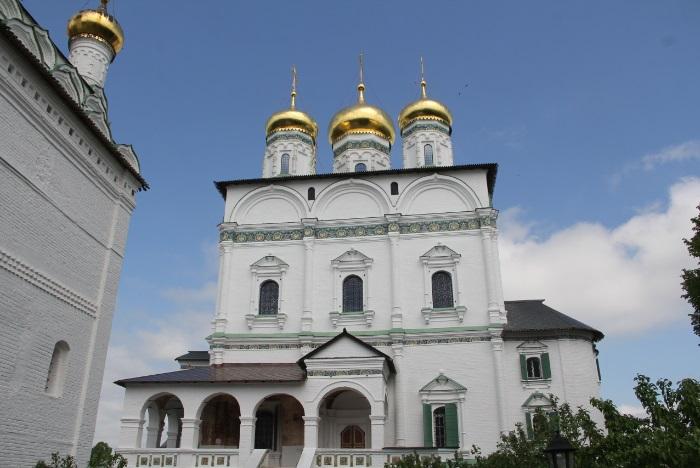 Успенский собор. Это здание построено в 18 веке