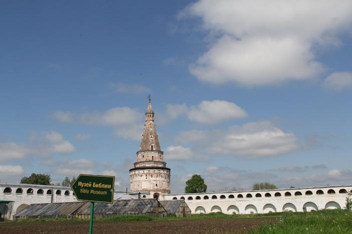 Монастырь построен как крепость