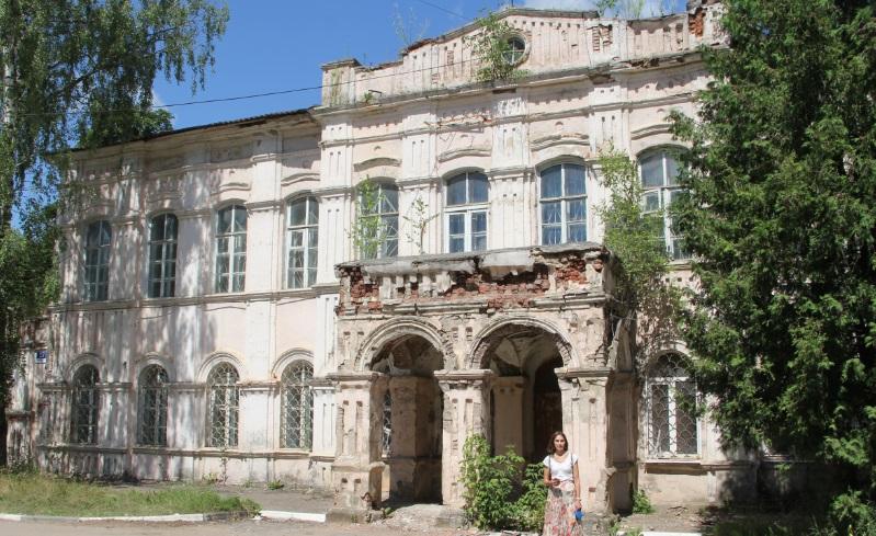 Полуразрушенный особняк 19 века.