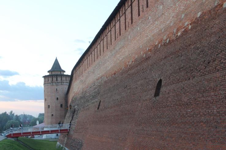 Часть кремлевской стены с Маринкиной башней