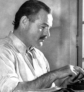 """Хемингуэй работает над романом """"По ком звонит колокол"""", 1939 год"""