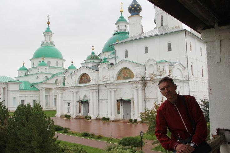 В монастыре 1