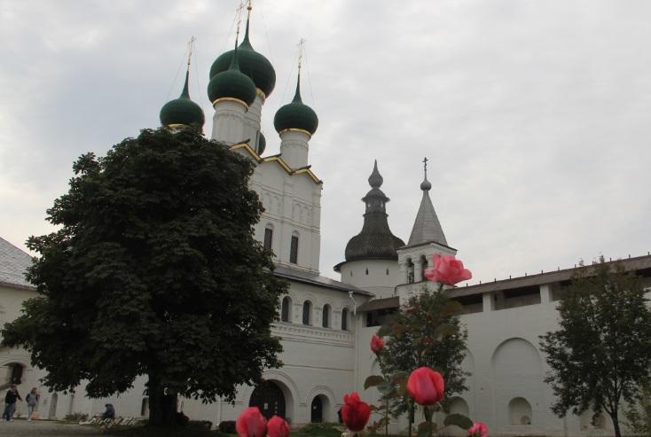 Кремль с цветами