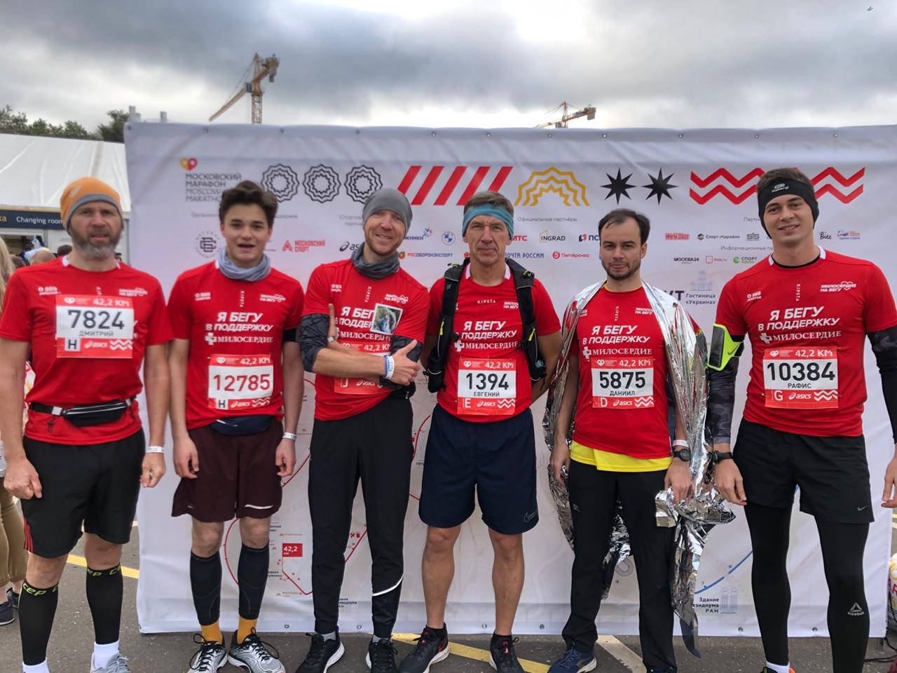 Наша команда-марафонцев. Остальные бежали десятку.