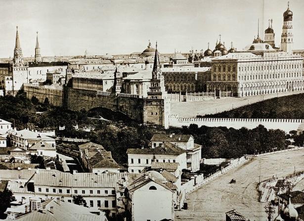 Московские доминанты образца 1866 года (снимок с Храма Христа Спасителя)