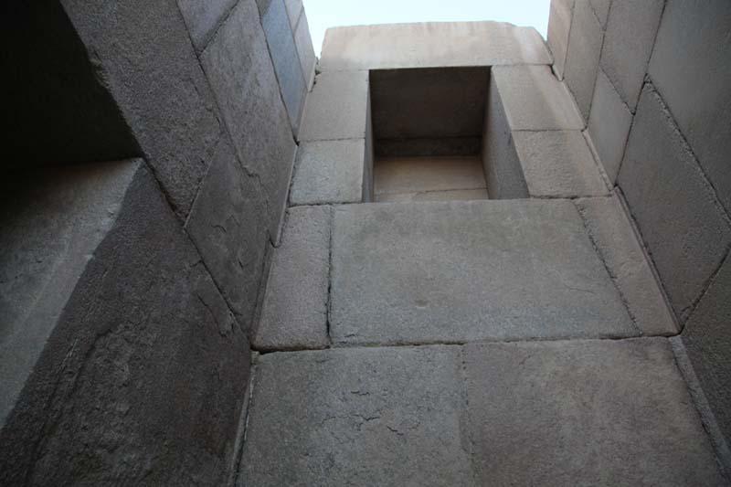 Внутренние углы Гранитного храма на плато Гиза