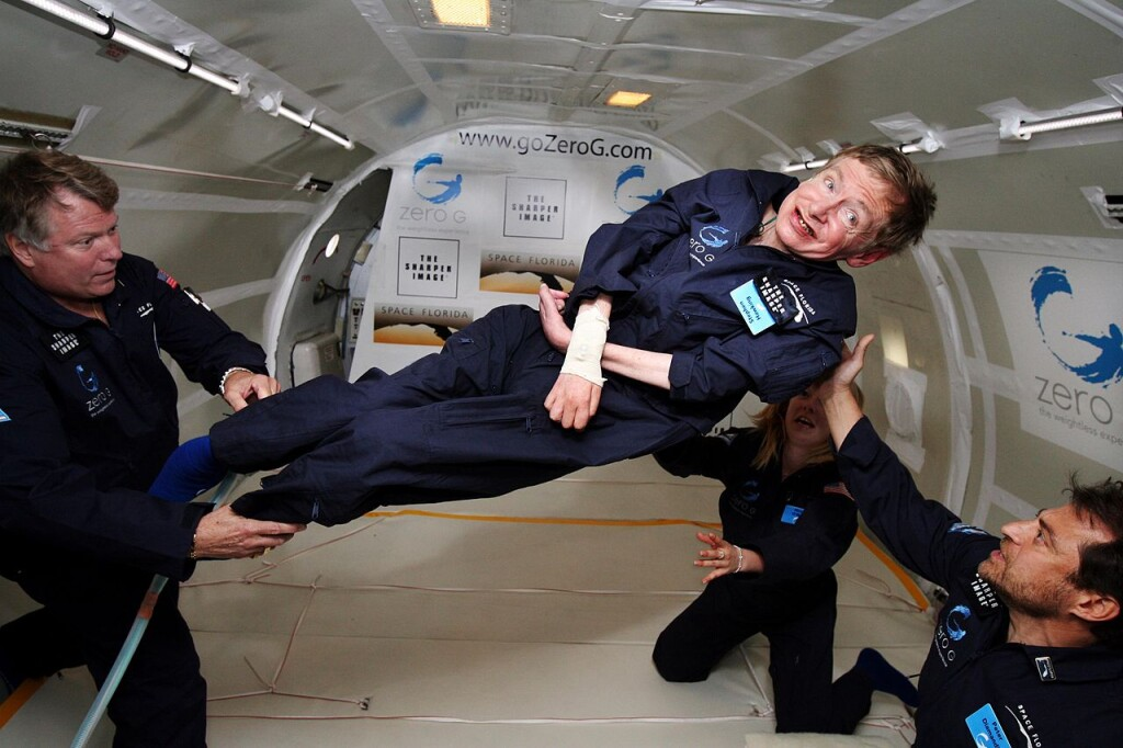 Стивен Хокинг во время научного эксперимента в состоянии невесомости